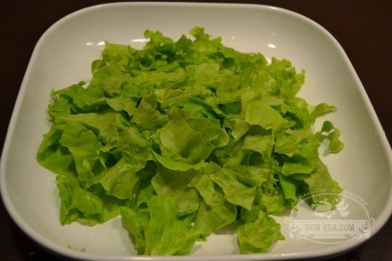 листья салата лучше порвать руками
