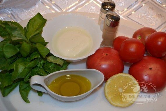 Ингредиенты к рецепту: Салат из помидоров с сыром «Моцарелла» и базиликом