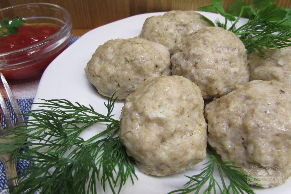 Тефтели при панкреатите необходимо готовить на пару – в пароварке или мультиварке.