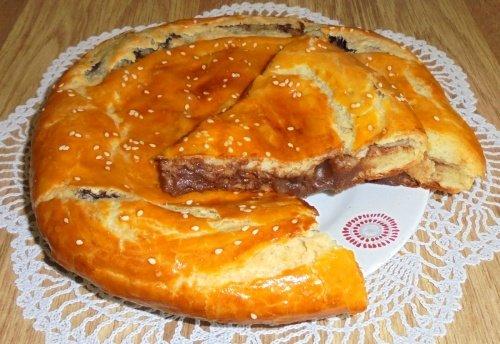 Пирог с шоколадной начинкой