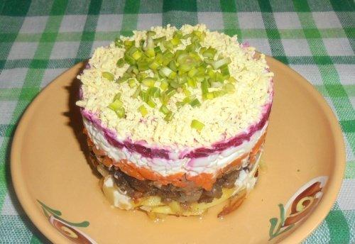 Слоеный салат с уткой и овощами