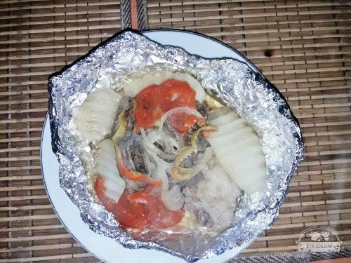 Мясо с овощами в фольге на пару