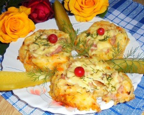 Картофельные ватрушки с колбасой