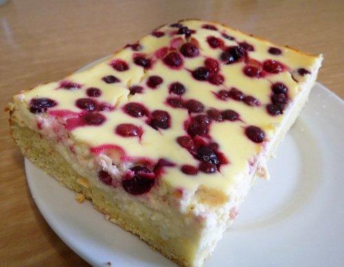 Пирог творожный с клюквой