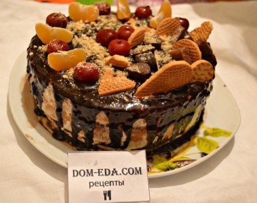Легкий и вкусный бисквитный торт со сметанным кремом в шоколадной глазури