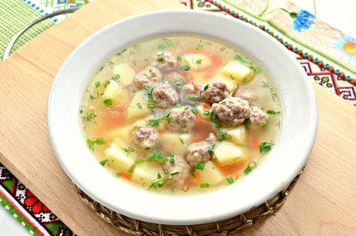Картофельный суп на курином бульоне с фрикадельками