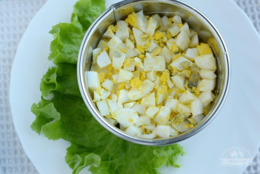 Салат с сухариками, помидорами, сыром - приготовление ...
