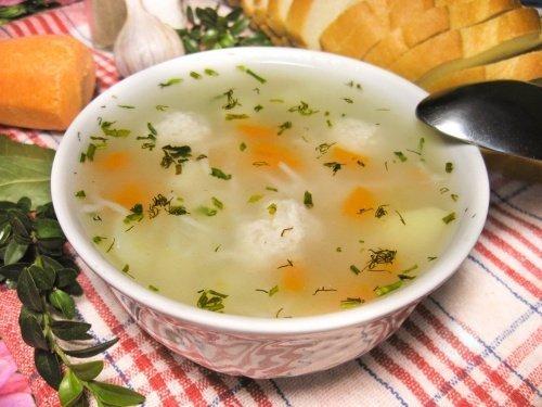 Суп с лапшой и куриными фрикадельками