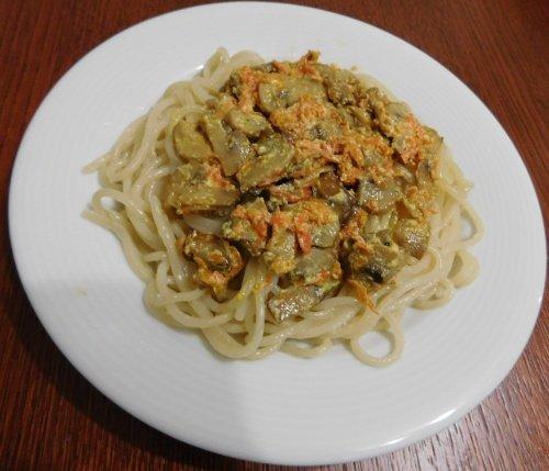 Спагетти с шампиньонами в сметанном соусе