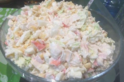 """Салат с крабовым мясом и сыром """"Пармезан"""""""