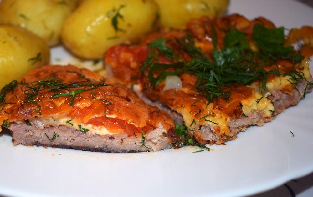 Узнав из пошагового рецепта с фото, как приготовить мясо по-французски из свинины, вы можете организовать изысканный романтический вечер: блюдо прекрасно сочетается с вином, а мясо в его составе — проверенный афродизиак.