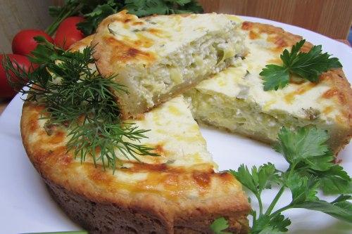 Открытый пирог с зерненым творогом и сыром