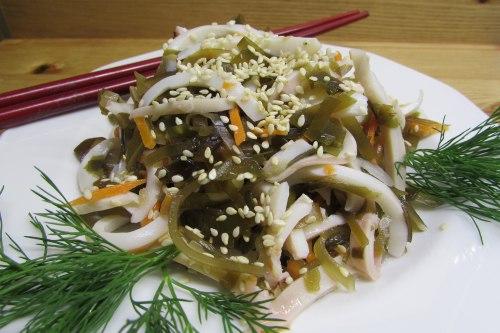 Салат из морской капусты с кальмарами