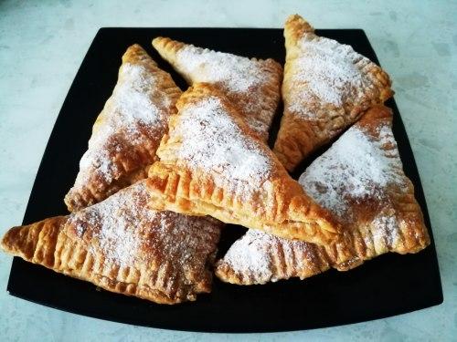 Слойки с арахисовой пастой и смородиной - рецепт пошаговый с фото