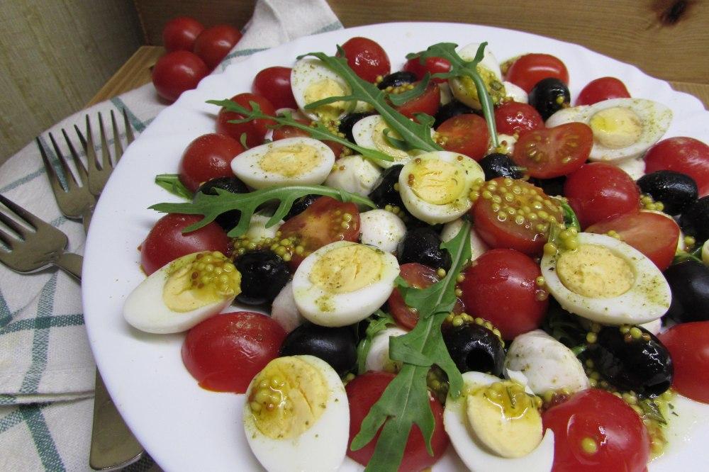 Салат из помидора и яйца фото