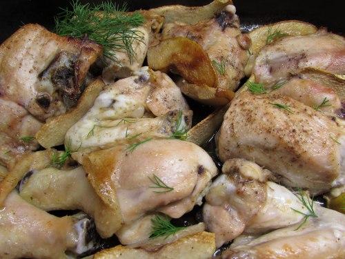 Курица с айвой, запеченная в духовке