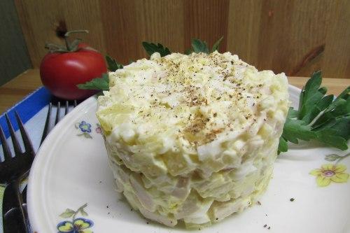Салат с кальмарами и картофелем