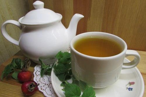 Чай с мятой и шиповником: польза и вред