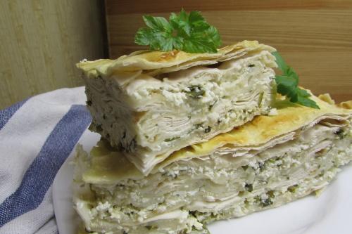 Быстрый пирог из лаваша, творога и зелени
