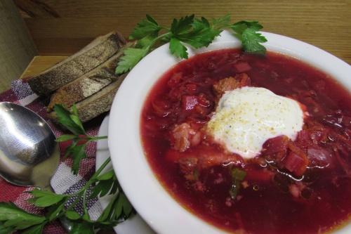 Горячий свекольный суп